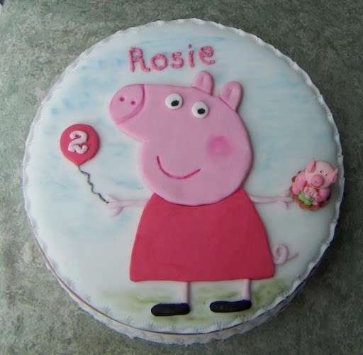 Peppa Pig Stencil Cake Ideas and Designs